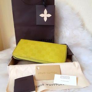 LouisVtn. Zippy Compact Long Leather Wallet Lemon
